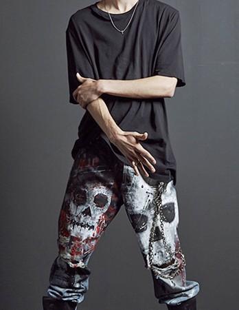 <span>Pant Skull</span><i>→</i>