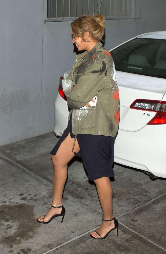 Beyonce--Leaves-Son-of-a-Gun-Restaurant--04-662x1009