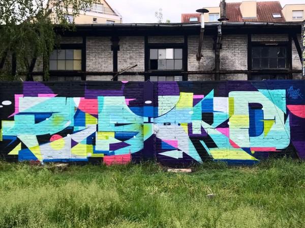 <span>Strasbourg graffiti</span><i>→</i>